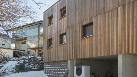 Referenz Dorfinstallateur Einfamilienhaus Koblach Außen Gebäude mit Wärmepumpe